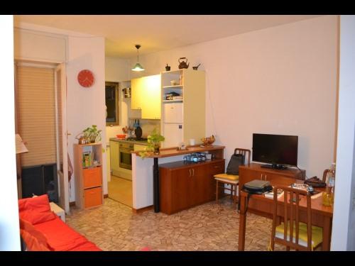 Proponiamo in locazione appartamento di duelocali con for Contratto locazione immobile arredato