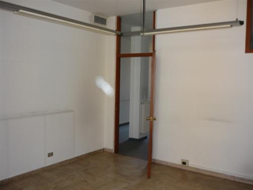Proponiamo in affitto ufficio studio di 4 locali pi bagno - Immobile classe g ...